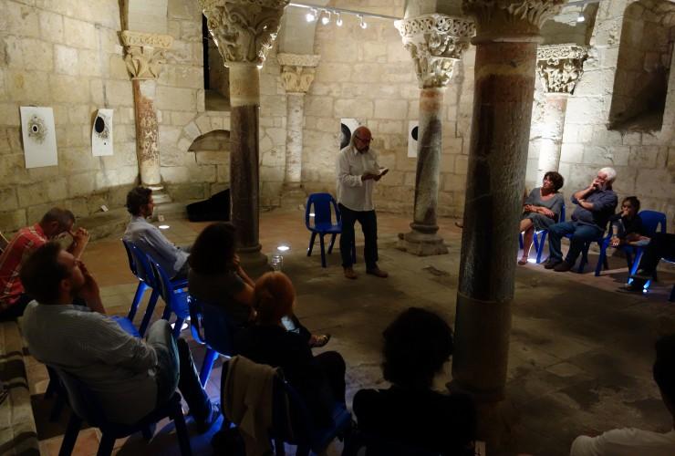 Lecture estivale de François Graveline dans la crypte